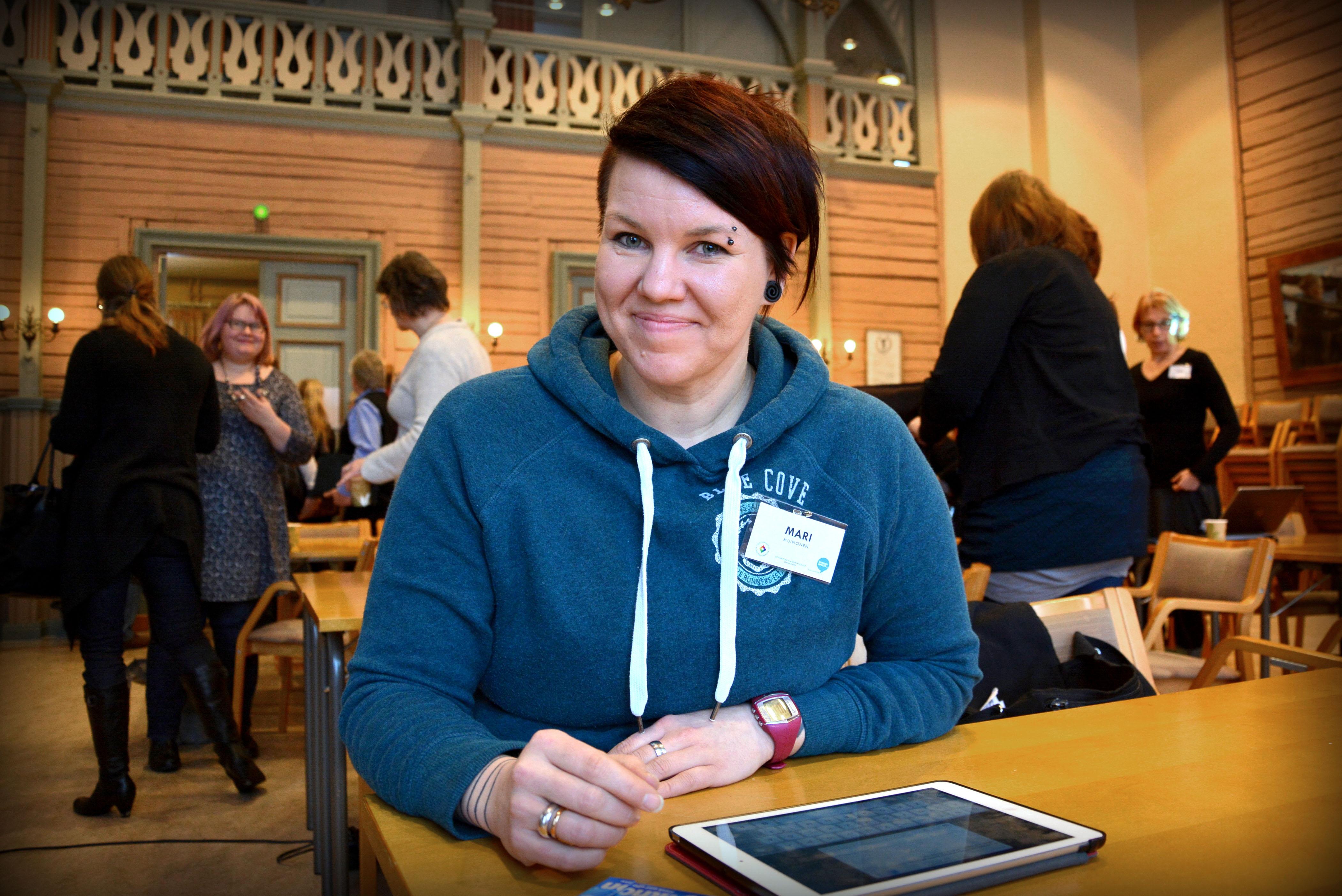 Mari Muinonen kävi esittelemässä opettajille, miten hänen oppilaansa toimivat tieto- ja viestintäteknologian kanssa koulussa.