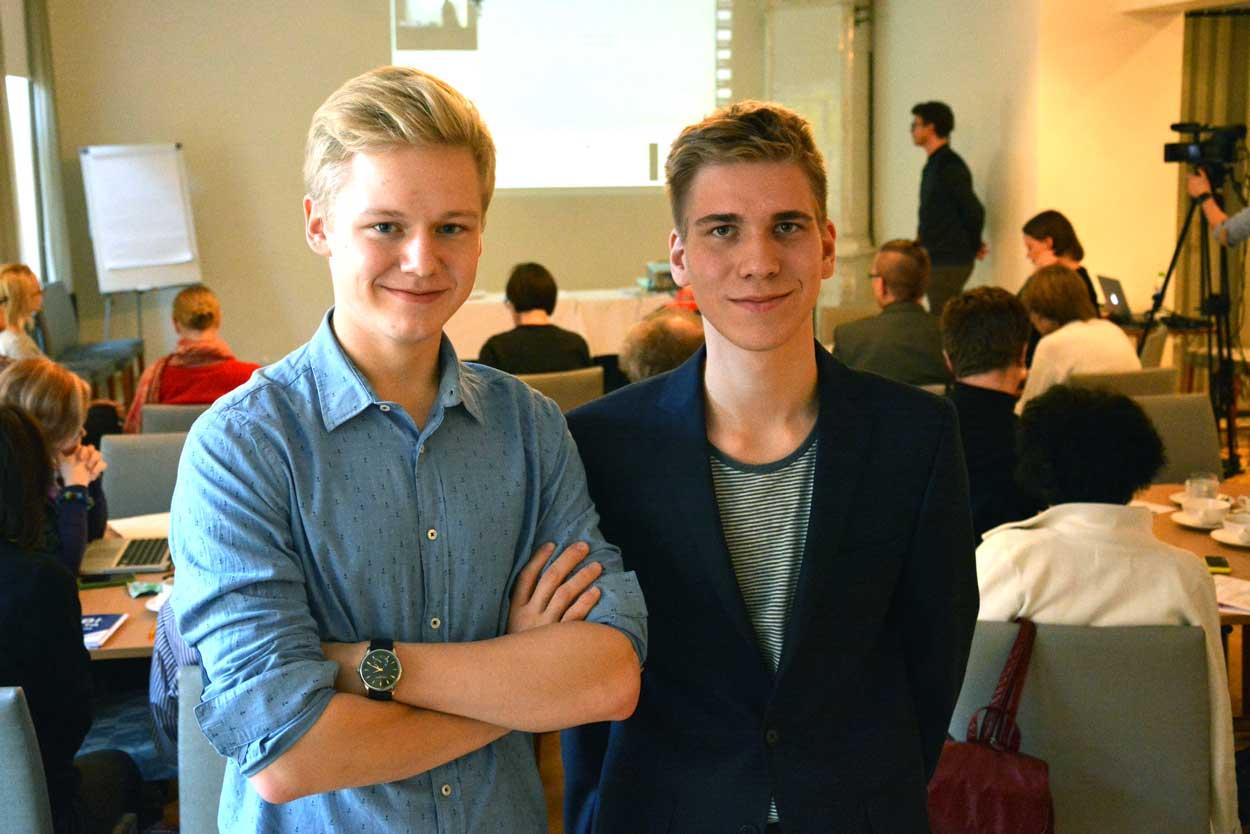 Tatu Koivisto ja Markus Nieminen esittelivät opiskelijoiden toiveita lukiouudistuksessa.
